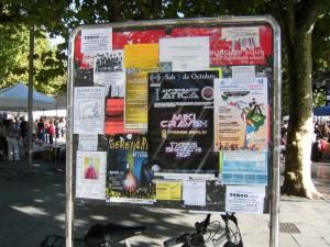 Paneles de anuncios en el centro de Irún