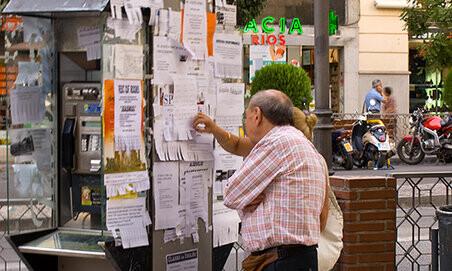 """Ganador del I Concurso internacional de fotografía """"Carteles de anuncios en la calle"""""""
